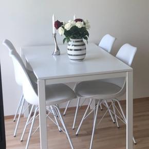 GRATIS ☺️ Giver dette spisebord fra IKEA væk gratis. Er brugt få gange, og fremstår derfor som nyt. Skal afhentes 😄