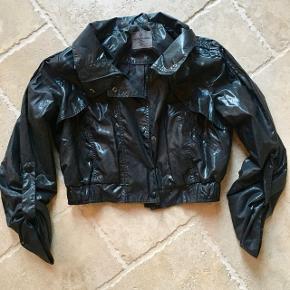 Smart sort jakke, står som ny. Mp. 65 kr., tager gerne imod realistiske bud 👚