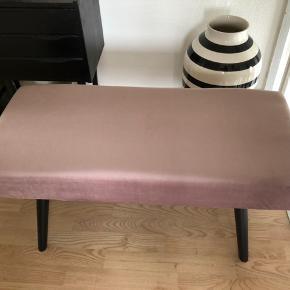 Super fin bænk m lyserød / rosa velour  Brugt ganske lidt