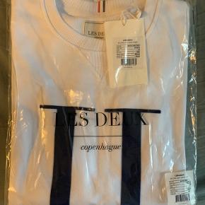 """Les Deux Crew neck, """"Encore Light Sweatshirt"""". Aldrig brugt, stadig i indpakning. Sælger pga. forkert str."""