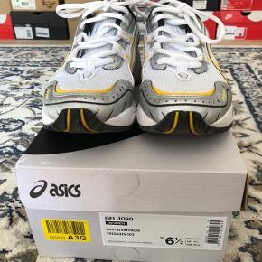 Asics Gel-1090 i gul og hvid. Kun brugt en enkelt gang udenfor ☀️  Bytter ikke og køber betaler fragt 😊