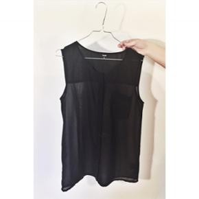 Sort gennemsigtig skjortetop 💁🏻♀️ I rigtig god stand ✨ Størrelse: M 📏 Original pris: 200 kr. 💰 Nu: 90 kr. 👌🏻 . #karolinesklædeskab
