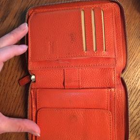 Brugt pung i flot orange farvet læder! Fungerer fint, men er noget slidt!
