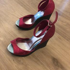 Flotte glimmer plateau sko i sort og pink glimmer kun brugt i en gang - købt i USA -