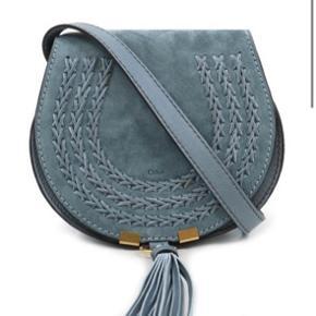 CHLOÉ CHLOE MINI MARCIE SHOULDER BAG  W 18 x H 17 x D 10 cm, strap 60 cm  Købt Jan 2018 online ved Chloé. Kvittering samt æske haves. Den smukkeste cloudy blue farve.  Nypris 763,5 euro
