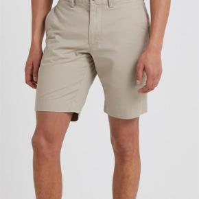 "Varetype: Shorts Størrelse: 32/33"" Farve: Khaki Oprindelig købspris: 1000 kr. Prisen angivet er inklusiv forsendelse.  Ralph Lauren Bedford shorts i størrelse 33, farve khaki tan"