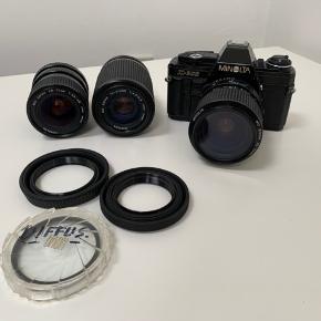 Sælger mit fine Minolta X300 inkl. 3 objektiver, dette er et rigtig fint begynder film kamera, men også god for de erfarende, da det både kan indstilles manuelt samt at det også har Auto indstilling.