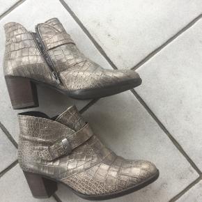 Smukke støvler købt i Flensburg  Jeg måtte have dem men desværre kan jeg ikke bruge dem pga operation i fod