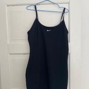 Nike kjole