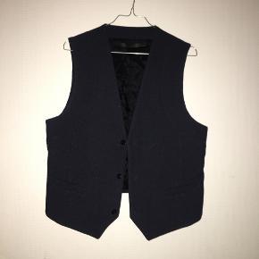 Won Hundred vest