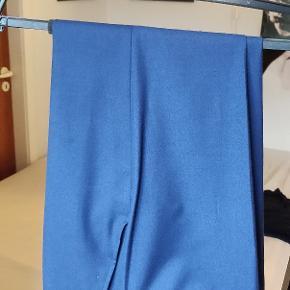 Lindbergh habitbukser i en rig kongeblå farve uden tegn på brug
