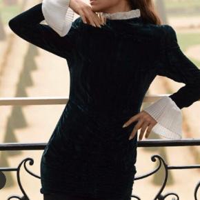Overvejer at sælge min helt nye Rotate kjole, da den desværre er for lille. Sælges kun for rette bud.