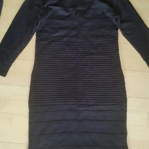 Flot strik kjole fra Gina Tricot str. L