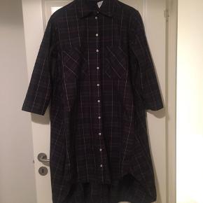 Skjortekjole fra Selected Femme.  Aldrig brugt - men vasket.