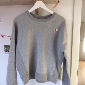 Sælger min grå champion sweatshirt, da jeg dsv ikke får brugt den. Købt i Urban Outfitters i USA i sommers, np var ca 500kr