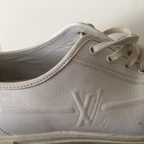 Hvid Louis Vuitton sneakers str 41 næsten aldrig brugt.