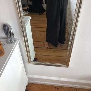 Tynde behagelig bukser fra Selected Femme. Str. Xs. I god stand. Har elastik i taljen.