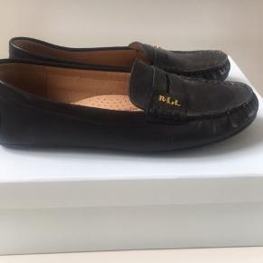 Helt nye lækre Ralph Lauren flats. I ægte læder og behagelig gummi sål.
