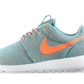 Sælger disse Nike roshe run WMNS , spørg gerne efter billede  Str: 40 passes også af 41     Stikord: Gucci , CDG , Kenzo , Acne studios , Louis Vitton , Ralph Lauren , Isabel Marant , Zara , Kylie Jenner