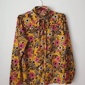 Hunkøn shirt Worn once  Np around 1000 kr