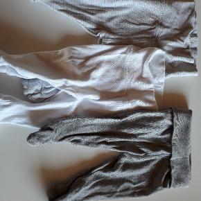 Hogm bukser med fødder. 30 kr for alle.