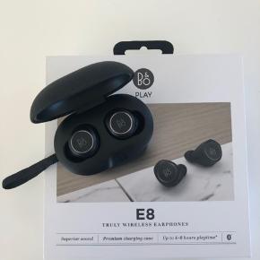 Trådløse E8 earphones fra BogO, som nye. Alt medfølger