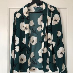 Åben skjorte/inde jakke fra envii  Køber betaler fragt eller det kan afhentes i Århus