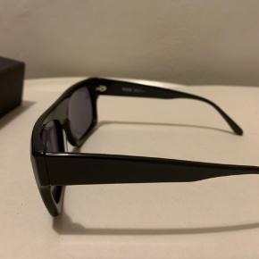 Sorte unisex Solbriller fra Wood Wood (købt sidste år) Billeder r af et par, det i brug og dem, der ligger i æske r aldrig brugt! Model Lune - Black/Black (Sælges for 275 plus porto)