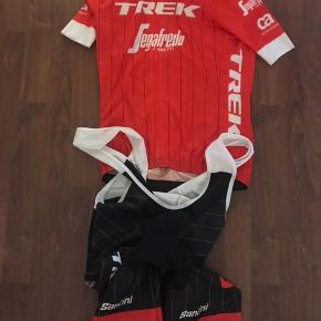 Helt nyt! Santini Trek-Segafredo:  Team Cyckling Jersey (M) & Replica Bib Cycling shorts (M) - Normalpris 1300,-