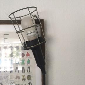 Gammel værkstedslampe med lang ledning inkl. pære.