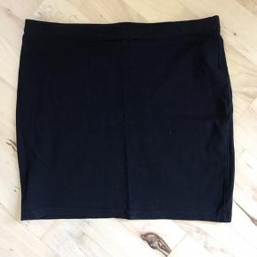 En basic tube-nederdel, som jeg aldrig fik brugt og nu er for lille.