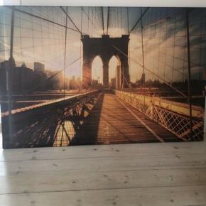 Lærred med tryk, Brooklyn Bridge, fra Ikea. Et par år gammelt og har hængt i ikke-ryger-hjem. Ingen brugsspor.  Mål 118*79. Nypris omkring 1000 kr.  Hentes på Amager.