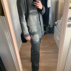 Bukser og blazer - sælges samlet. Bukser str s, blazer str m.