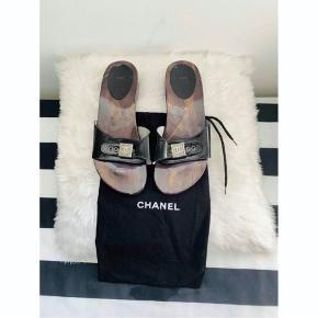 Sælger mine fine Chanel sandaler. Str 38, passes af 38. Dustbag og tags var VC medfølger.  Mp 1500 kr.