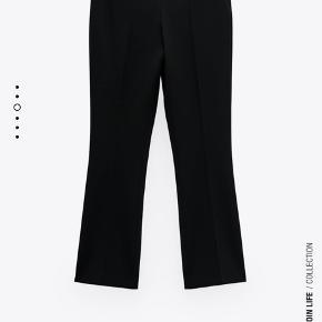 Zara bukser med mini svaj. Bukser i lækker stretch-kvalitet med svaj forneden. Købt i forkert størrelse og har mistet kvitteringen.