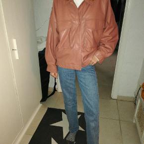 Rosa jakke fra Zara i PU/kunstlædder. Aldrig brugt, da den desværre er lidt for stor til mig