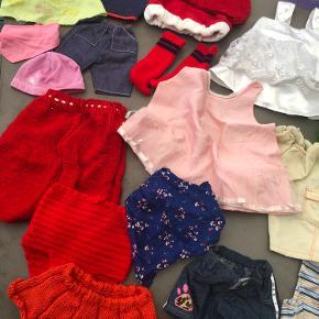 Blandet dukketøj, sengetøj og en babyborn potte  Samlet 50 kr