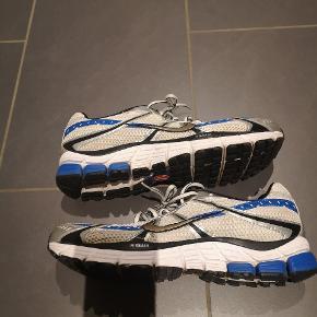 Nike neutral løbesko.  Brugt 5 gange x 10 km Ingen slid