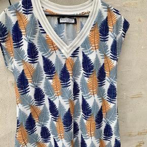 Sarah John t-shirt
