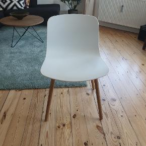 HAY stole uden brugsmærker. Fremstår som ny.