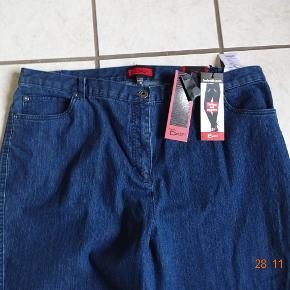 Bx Jeans sælges, ( Elisabeth) Bytter ikke Livvidde: 50x2 Skridthøjde foran:32 bagpå:39 Lår:30x2 Knæ:26x2 Indvendigbenlængde: 80 Materiale:81  % bomuld 18 % Polyester 1 % elasthan- Nypris: 379,95 Sælges for 150 + porto  Se også de andre annoncer jeg har.