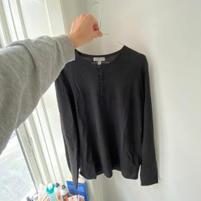 This piece is a Merino wool Blouson almost. It is made from a super lightweight material and really easy to wear as a layering piece with a shirt underneath. I wore it once at home but never out of the house and in general this piece almost has never been worn. So it is in a really good condition.   Material: 100% Merino