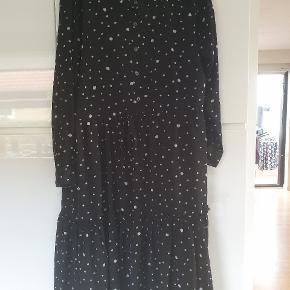 Mona dot dress, som ny.