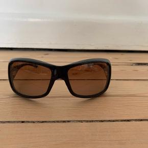Mega fede dior solbriller. Får dem desværre bare ikke brugt. Etui følger med, men er ikke i bedste stand. Kan hentes i Karise eller sendes hvis køber betaler fragt.