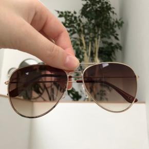 Solbriller  Små Ridser i brillen ellers god stand
