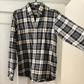 Carhartt shirt. Can fit a size S too.