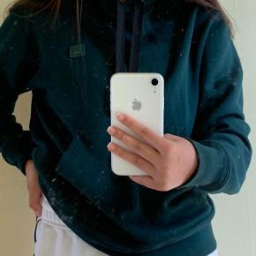 Sælger mine fede hoodie fra acne, da jeg ikke får den brugt mere Den kostede 1,9 for ny og er rigtig god stand Mp er 900 kr  Fitter s-m Køber betaler fragt