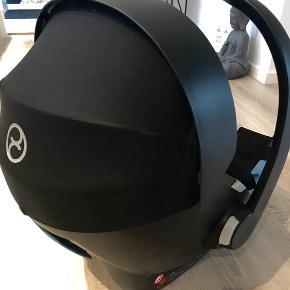 Cybex Aton autostol inkl. base sælges rigtig fin stand.  Adapter kan medfølge for 100 kr.