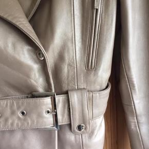 Super flot skind jakke fra On Stage   ;)