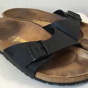 Superfine sandaler/slippers - almindelig bredde.og ikke brugt specielt meget.  Kan selvfølgelig bruges både af kvinder og mænd :-)  Den indvendige længde 28 cm, det bredeste sted er 9 cm  Kan afhentes Østerbro, København  Bud fra kr 300 plus porto (sender via DAO)